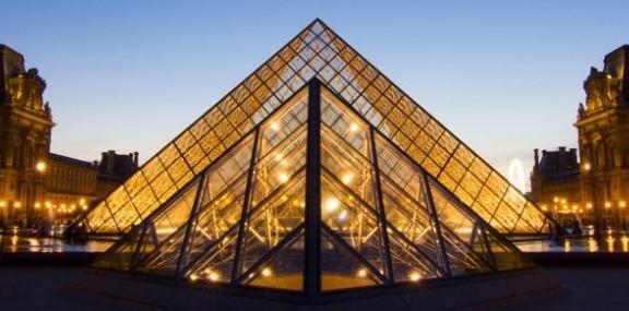 2014.11.27-Musée-du-Louvre-Paris-France-©-Mirceax-Dreamstime-e1417535641151-1000x285