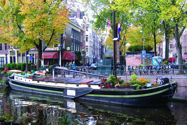 Houseboat-Museum-amsterdam3