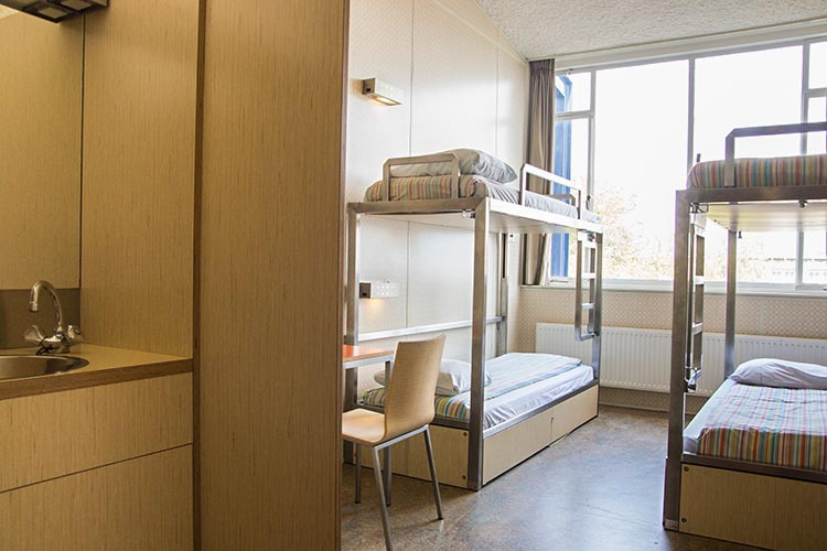 amsterdam travel guide-hostel