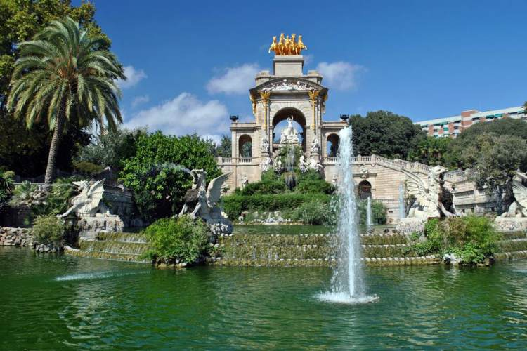 barcelona travel guide-fountain