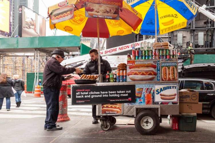 new york travel guide-hot dog