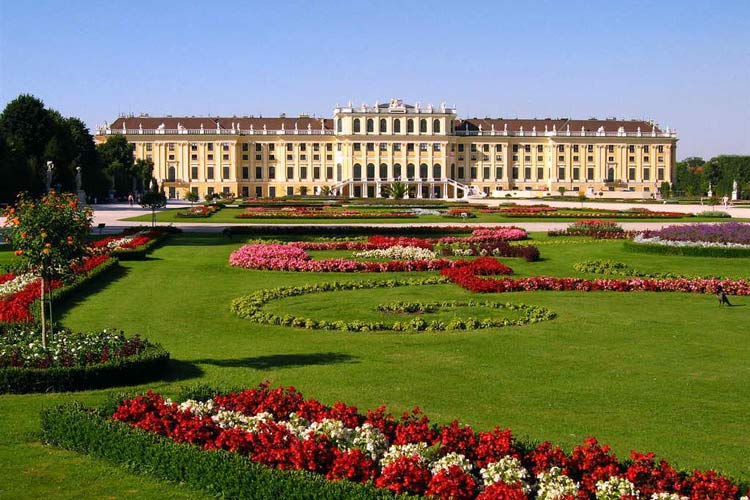vienna travel guide-Schoenbrunn Palace