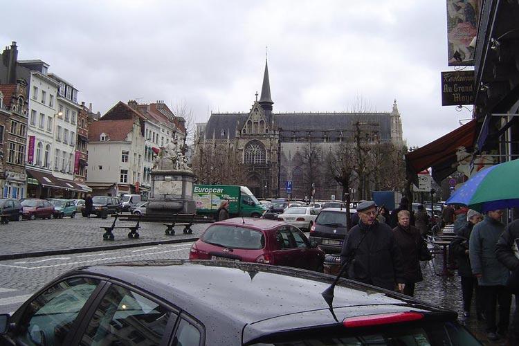 Place-du-Grand-Sablon-3